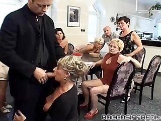 Собрание тёток закончилось оргией