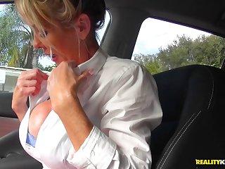 Жёстко сдала экзамены в машине