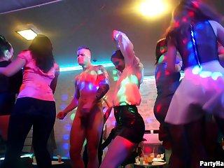 Развратное порево в ночном клубе