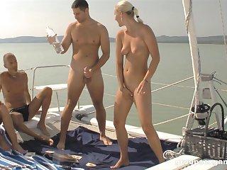 Незабываемое порево на яхте