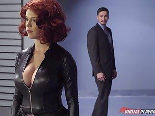 Капитан Америка порет сексапильную милашку
