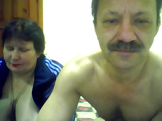 Усатый мужик трахает на камеру свою бабу
