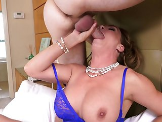 Hot mom with impressive tits, crazy anal sex on cam