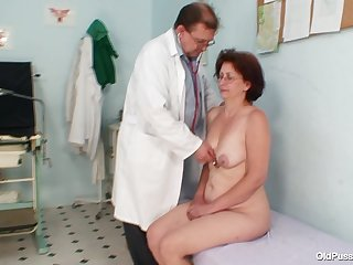 Gynecologist investigates her old pussy