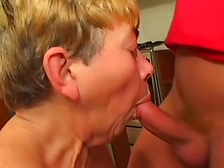 Horny mature fucked in hairy cunt