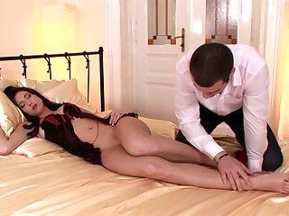 Naked babe Stracy gives a hot footjob