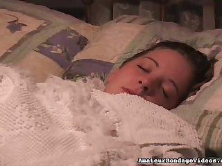Над спящей красоткой надругался старикан