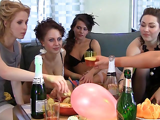 Студенческая вечеринка с поревом бритых кисок