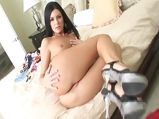 MILF brunette India Summer shows her ass