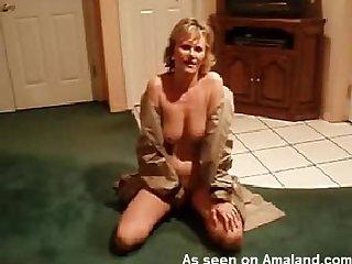 Mature masturbates her sexy pussy