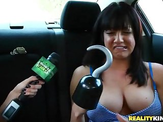 Car play with amateur pussy