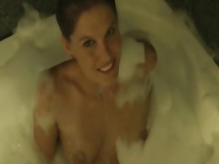 Soapy chick Jody Love poses in the bath
