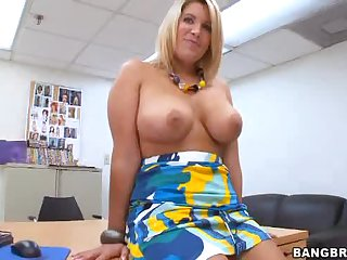 She brings out big tits