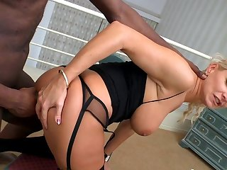 Blonde cougar likes it in the ass