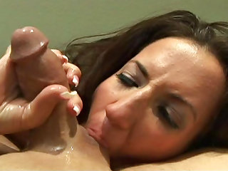 Richelle Ryan gets load in her mouth