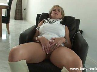 Strict milf masturbates her vagina