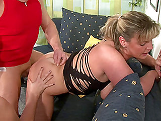 Mature sluts having group sex in a therapy session