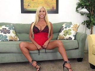 Busty Pornstar Mary Cary LIVE Solo