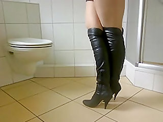 Трусики с кончиной у секси шалавы