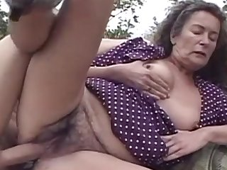 Mature with big natural boobies is banging on the fresh air deep in her shaved pussy
