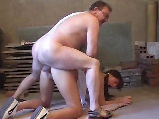 Old fucker is licking trimmed pussy of a slender beauty and cumming on her face