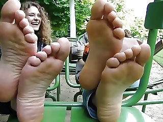 Bulgarian girls showed their feet in france
