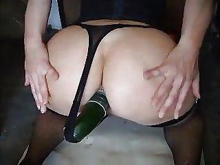 elle se defonce la chatte et le cul dans un fourgon