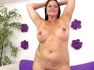 Old woman Leylani Wood likes young dick
