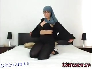 Sexy Muslim Girl Showing Pussy On Webcam