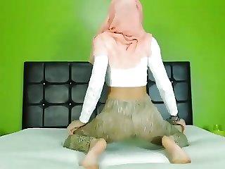 Hijab twerking cam