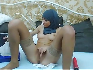 Hijabi girl masturbating on cam