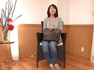 Murasaki Chizuru is a mature woman ready to be fucked