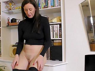 Holly Kiss cannot wait to lick a horny babe's tight vagina