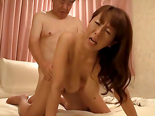 Fujishita Rika treats a mature man to her hot body