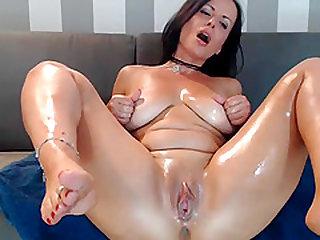 Hot Sexy Big Tits Milf Assfucks Dildo On Cam
