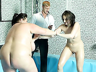 Fat babe Jitka defeats Diana in a naked wrestling competition