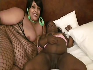 Ebony midget gets pleased by fat black lesbian