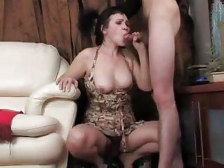 Женщина позволила трахнуть себя в жопу