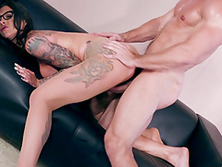 Tattooed slut Felicity Feline is great at riding a lover's cock