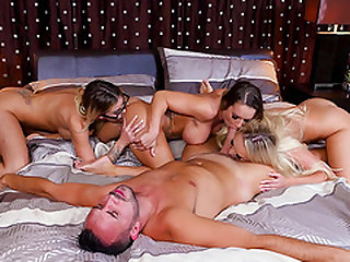 Alexis Monroe and Jessa Rhodes enjoy being a part of a hot foursome