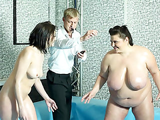 Diana with nice ass loving her pussy getting fucked in ffm