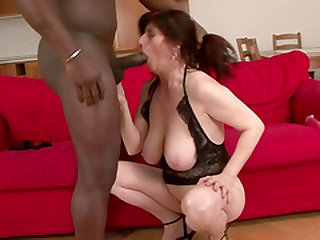 Mature woman Janicka is excited about a black dick