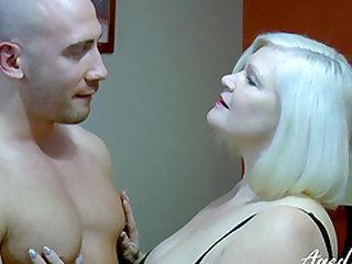 Busty mature blonde seducing handy man and giving him blowjob