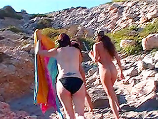 Hot ass lesbian Ris Dar getting drilled using toy at the beach