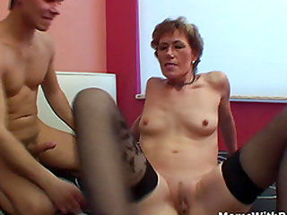 Horny mature suck cock and fuck in wet old pussy.
