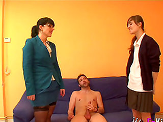 Montse and Ainara do not mind sharing a fat love rod