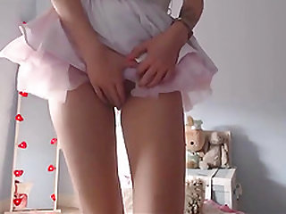 White haired girl with big dildo on cam