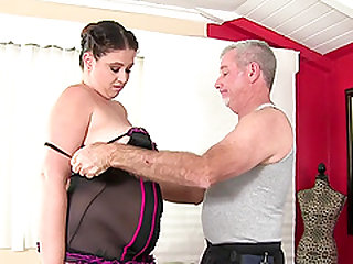 Plump Kailie Raynes Has Her Fleshy Body and Cunt Massaged