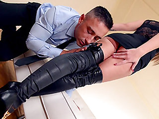 Sharon Lee seduces a man with her sexy feet for a shag
