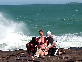Hardcore interracial double penetration on the beach